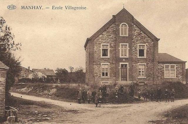 Oude school in Manhay, is nu gemeentehuis